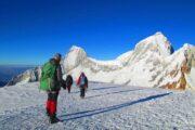 Descenso de la cumbre del Nevado Pissco