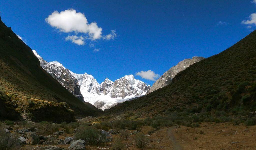 Camino al pueblo de Huayllapa