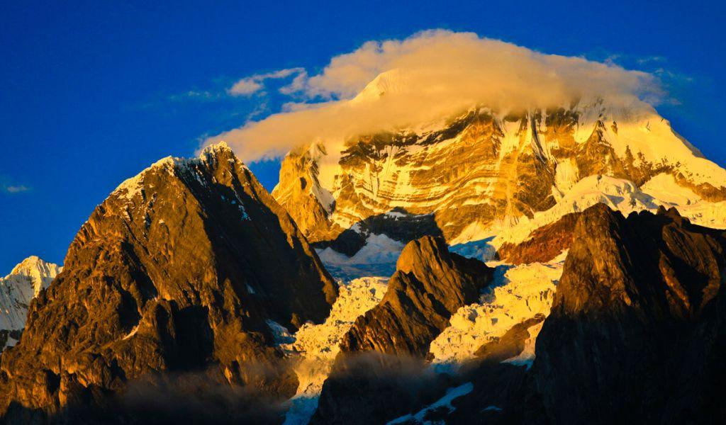 Nevado Siula Grande, Huayhuash
