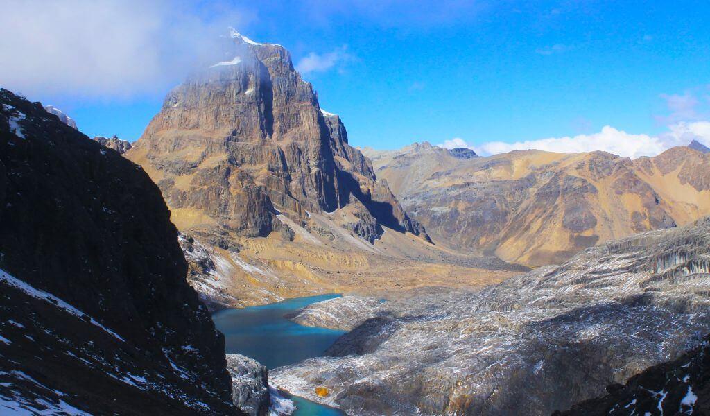 Vista del Nevado Puscanturpa desde el Paso Trapecio