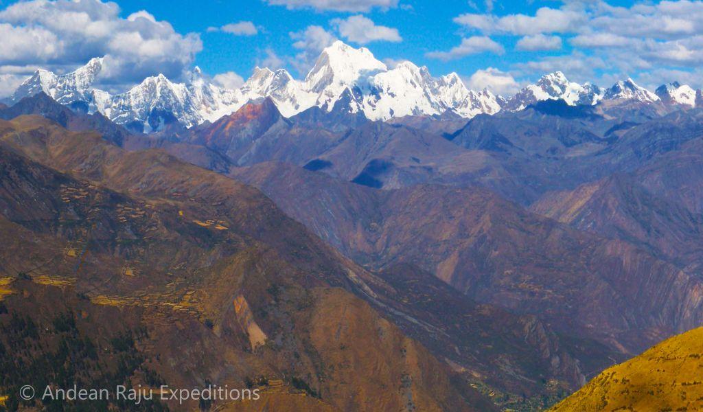 Vista de la cadena montañosa de la Cordillera Huayhuash