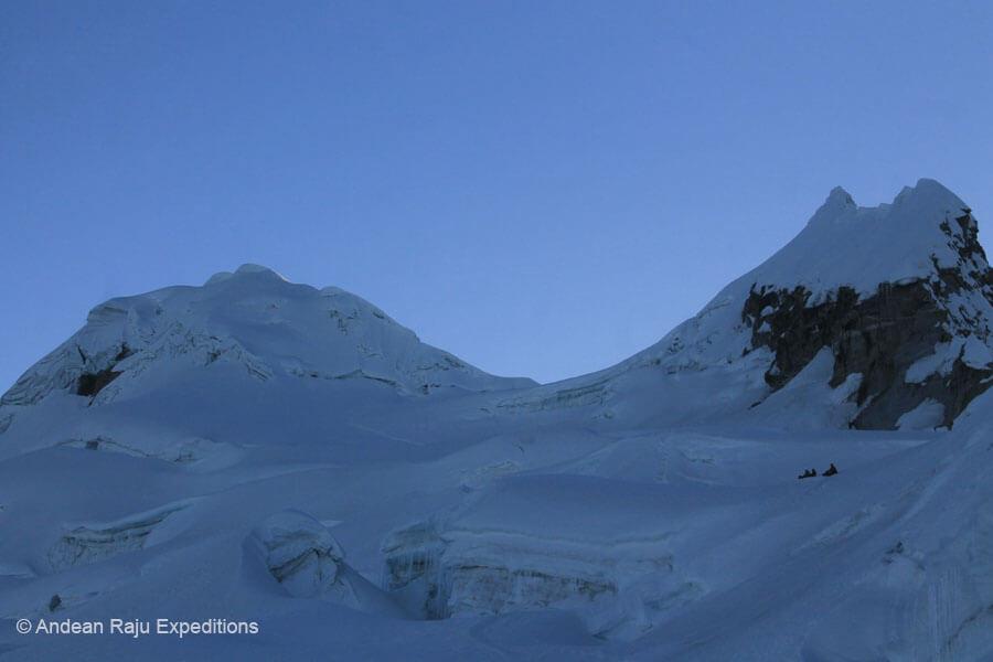 Collado de la cumbre sur y norte del Nevado Vallunaraju