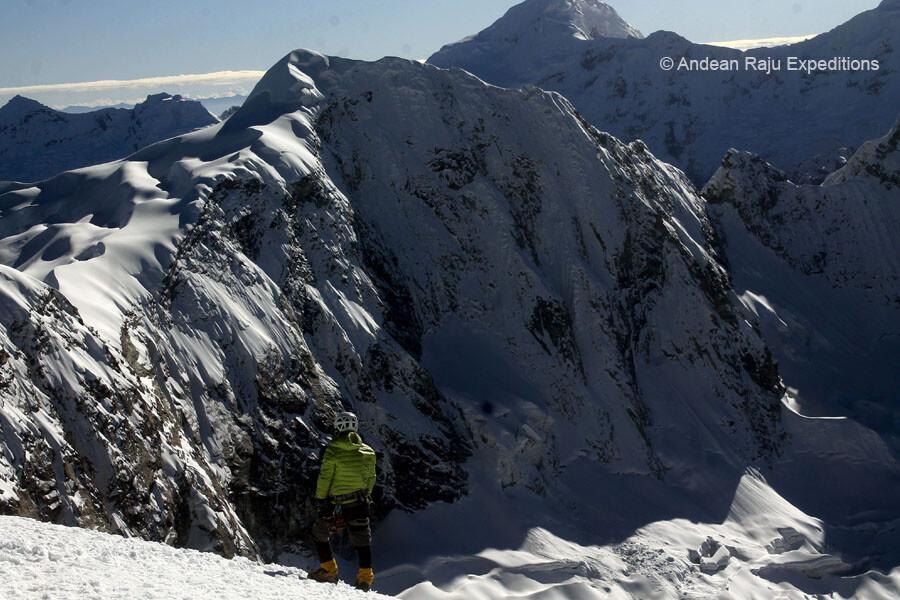 Cumbre del Vallunaraju