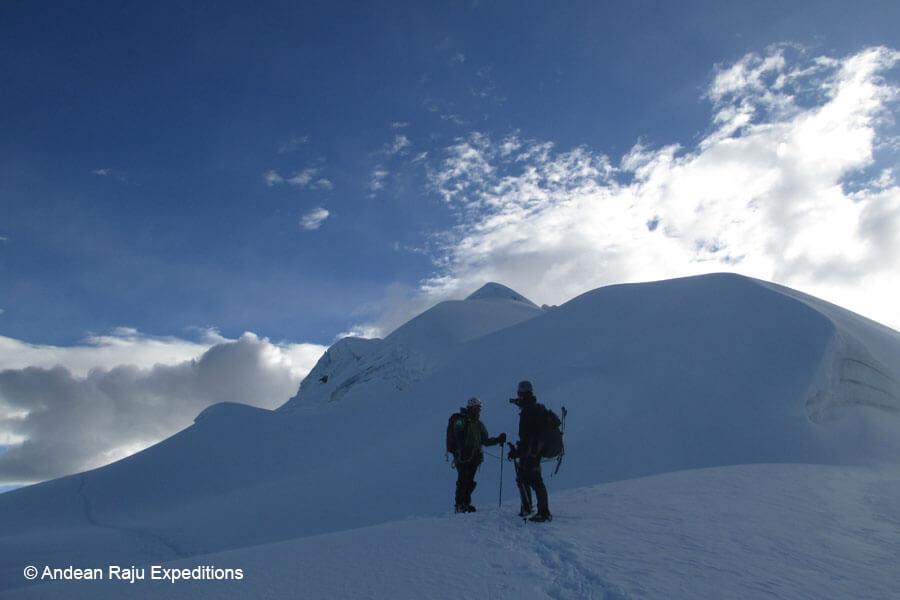 Descenso de la cumbre vallunaraju