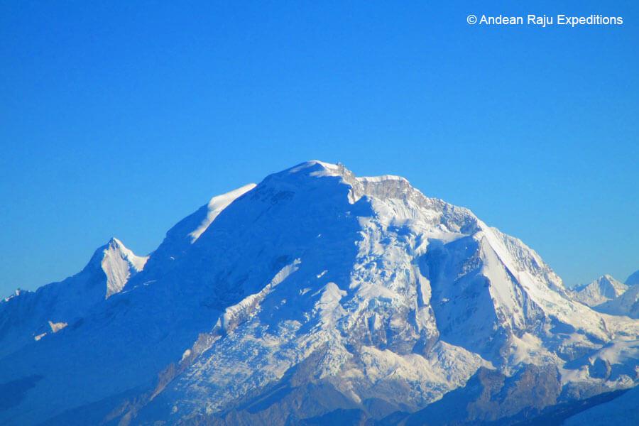 Vista del Huascarán durante el ascenso al nevado Vallunaraju