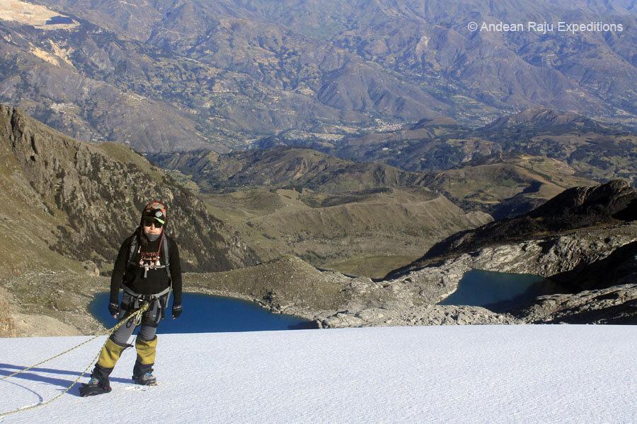 Vista de las Lagunas de Ancush y Mullaca durante el ascenso al Nevado Vallunaraju