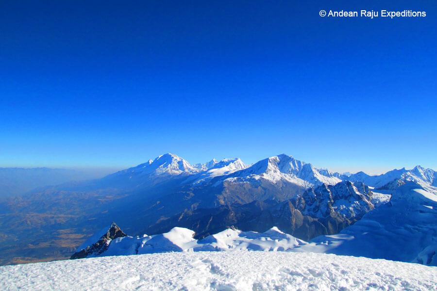 Vista desde la cumbre del vallunaraju