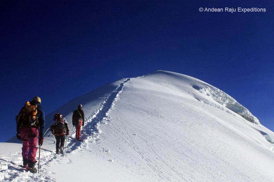 cumbre norte del nevado vallunaraju