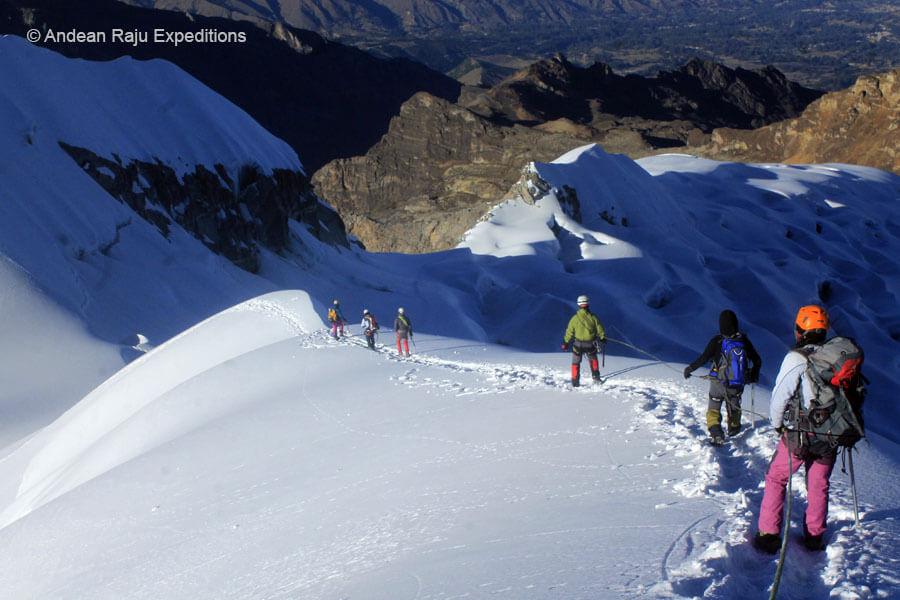 descendiendo de la cumbre del Nevado Vallunaraju