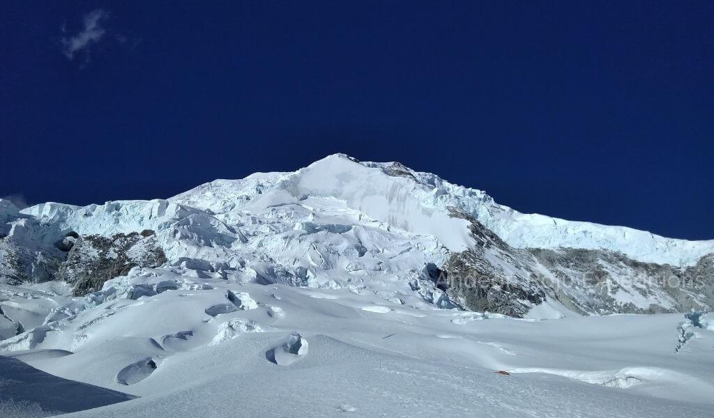Vista de la ruta del Escudo del Huascarán