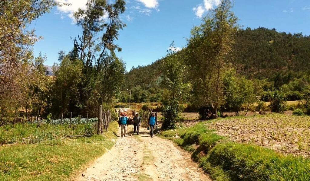 Iniciando el ascenso a campo base, desde el pueblo de Musho