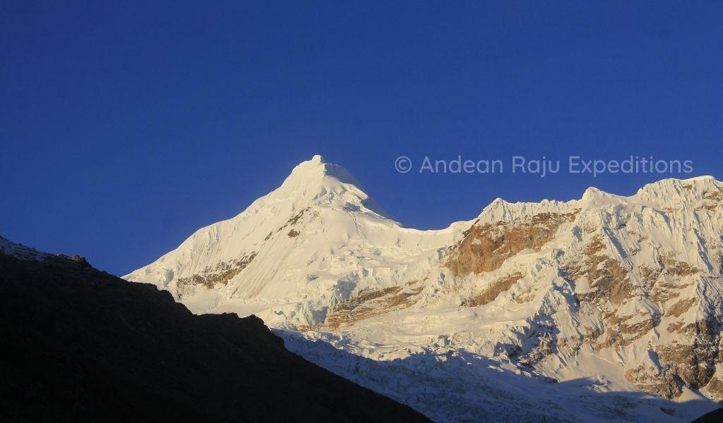 Vista de la Montaña Tocllaraju